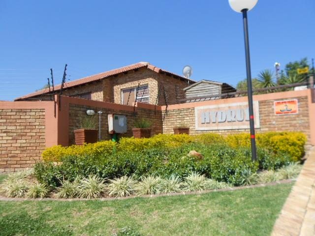 2 Bedroom Simplex For Sale in Wilgeheuwel  - Private Sale - MR078233