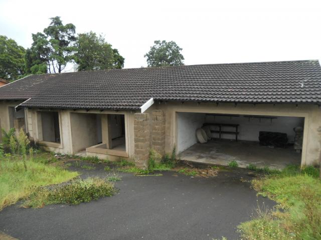 Standard Bank Repossessed 3 Bedroom House for Sale on online auction in Queensburgh - MR078612