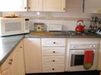 Kitchen - 17 square meters of property in Faerie Glen