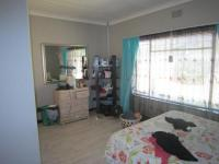Main Bedroom of property in Roodepoort