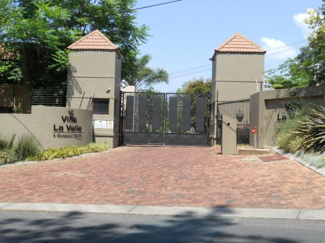 Standard Bank EasySell 3 Bedroom House for Sale For Sale in Benmore Gardens - MR079432