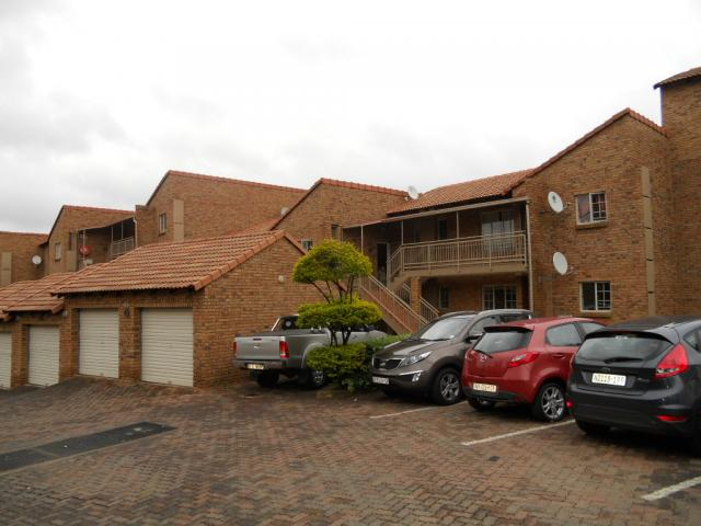 2 Bedroom Apartment for Sale For Sale in Die Hoewes - Home Sell - MR079437