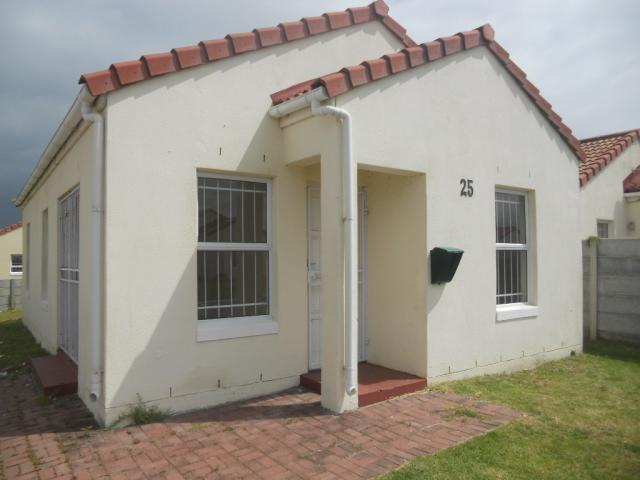 3 Bedroom House for Sale For Sale in Strand - Private Sale - MR079553