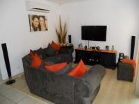 Lounges - 45 square meters of property in Theresapark