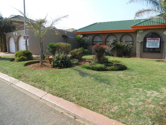 5 Bedroom House for Sale and to Rent For Sale in Lenasia - Home Sell - MR080107