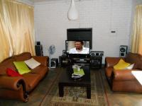Lounges - 35 square meters of property in Amberfield