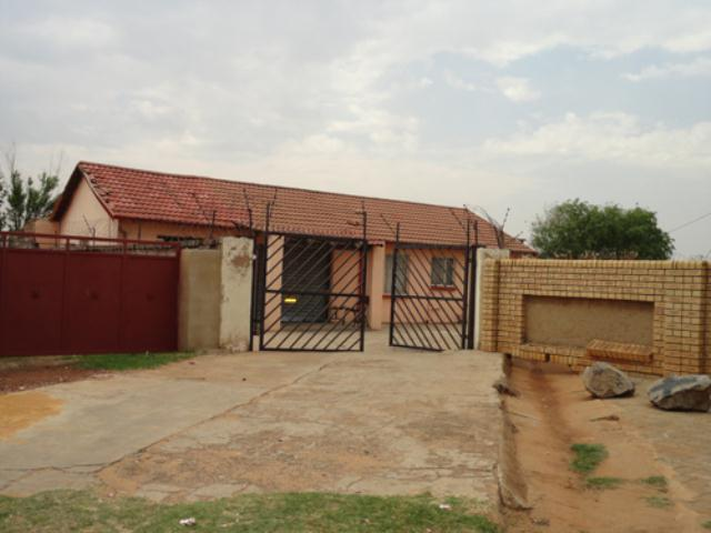 Standard Bank Repossessed 2 Bedroom House for Sale on online auction in Vosloorus - MR080277