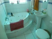 Bathroom 1 - 5 square meters of property in Cape Town Centre