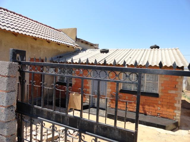 Standard Bank Repossessed 2 Bedroom House on online auction in Soweto - MR080554