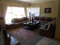 Lounges - 115 square meters of property in Glenmarais (Glen Marais)