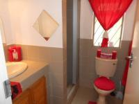 Bathroom 1 - 3 square meters of property in Westdene