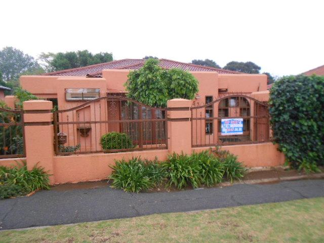 3 Bedroom House for Sale For Sale in Rosettenville - Home Sell - MR081015