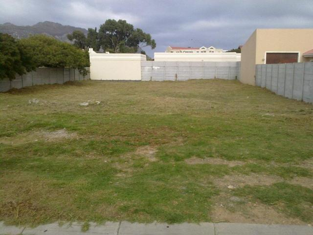 Land for Sale For Sale in Gordons Bay - Private Sale - MR081071