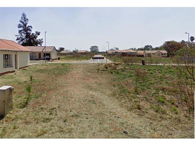 Land for Sale For Sale in Karenpark - Private Sale - MR081304