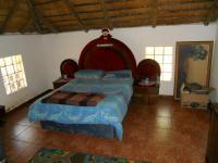 Bed Room 1 - 17 square meters of property in Amandasig