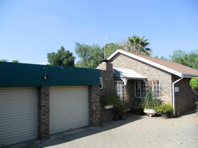 2 Bedroom House for Sale For Sale in Wierdapark - Private Sale - MR081452