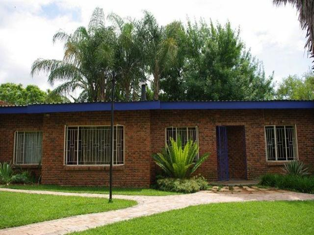 8 Bedroom House for Sale For Sale in Modimolle (Nylstroom) - Private Sale - MR081651