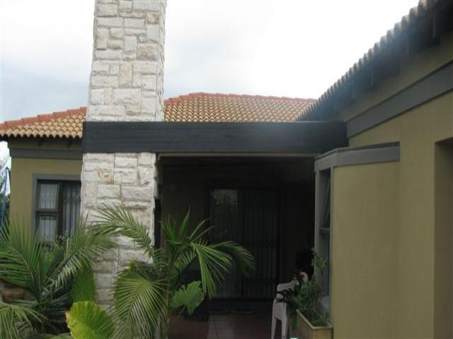 3 Bedroom House For Sale in Parklands - Home Sell - MR081937