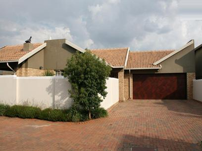3 Bedroom Simplex for Sale For Sale in Stone Ridge Country Estate - Home Sell - MR08235