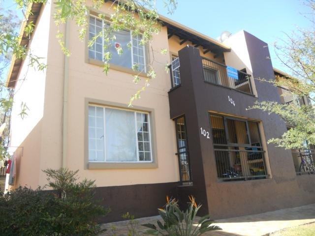 Standard Bank Repossessed 2 Bedroom Sectional Title on online auction in Roodepoort - MR082513