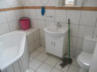 Main Bathroom - 6 square meters of property in Gezina