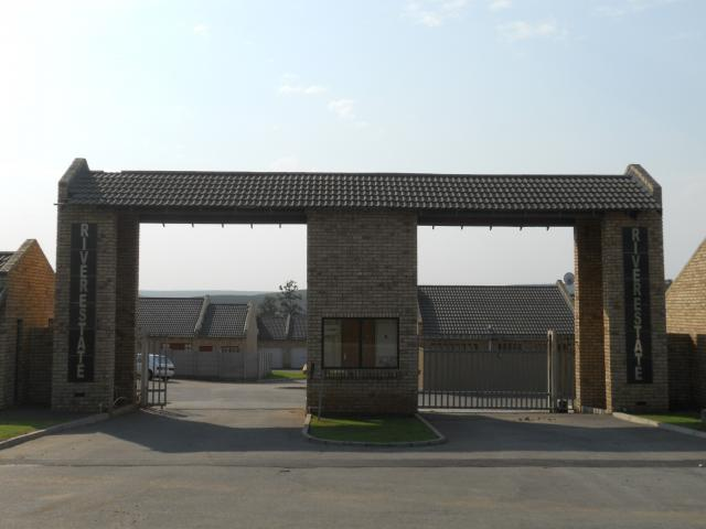Standard Bank EasySell 2 Bedroom Sectional Title for Sale For Sale in Despatch - MR082667