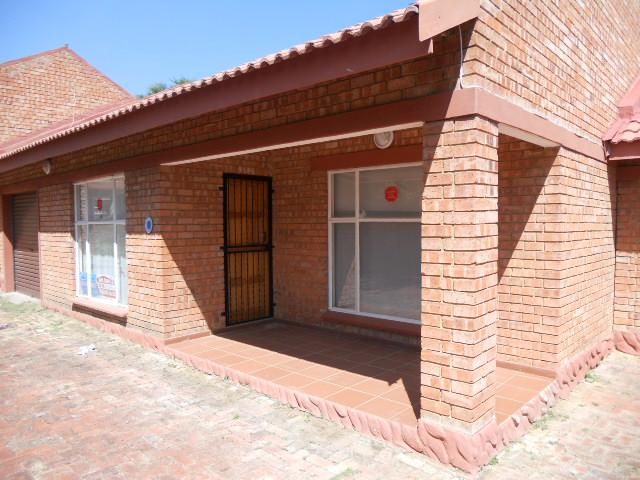 Standard Bank Repossessed 2 Bedroom Sectional Title on online auction in Parys - MR082694