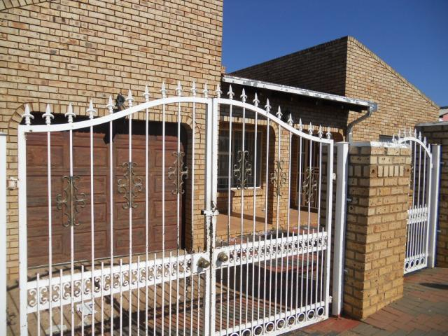 3 Bedroom House for Sale and to Rent For Sale in Kagiso - Private Sale - MR083161
