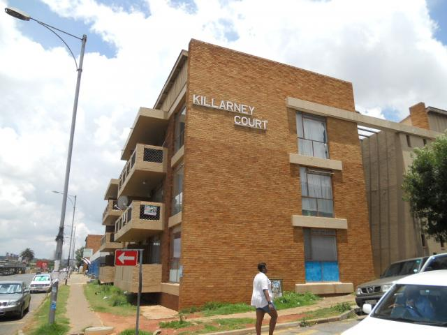Standard Bank Repossessed 1 Bedroom Apartment on online auction in Luipaardsvlei - MR083340
