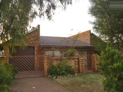 4 Bedroom House For Sale in Alberton - Home Sell - MR08355