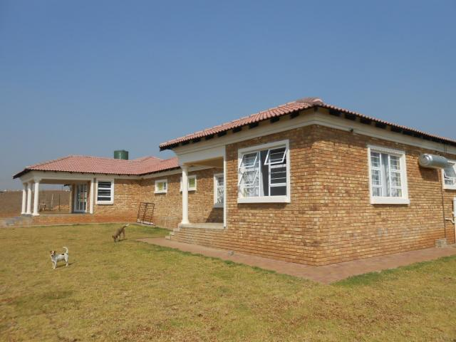 House for Sale For Sale in Mooiplaats - Home Sell - MR08358