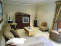 Lounges - 29 square meters of property in Bedfordview