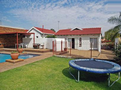 3 Bedroom House for Sale and to Rent For Sale in Edenvale - Private Sale - MR08370