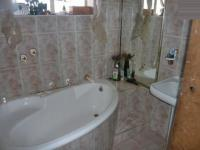 Main Bathroom - 2 square meters of property in Brakpan