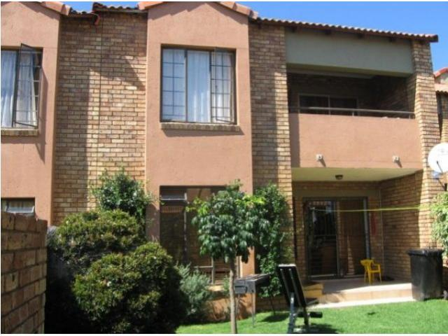 2 Bedroom Apartment For Sale in Mooikloof Ridge - Home Sell - MR083777