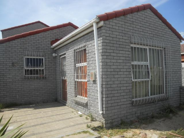 Standard Bank EasySell 4 Bedroom Cluster for Sale For Sale in Mitchells Plain - MR083973