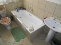 Main Bathroom - 5 square meters of property in Greenhills