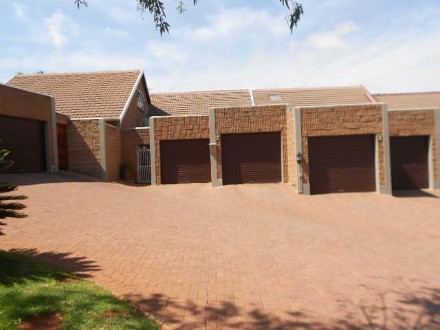 3 Bedroom Sectional Title for Sale For Sale in Silverfields - Private Sale - MR084623