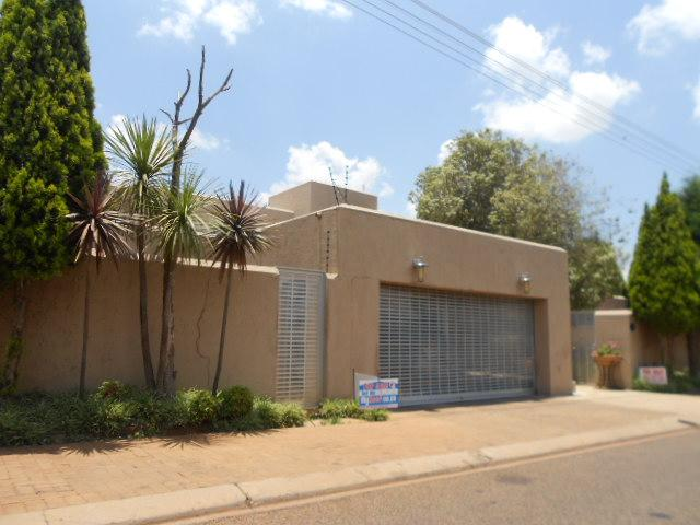 4 Bedroom House for Sale For Sale in Lenasia - Home Sell - MR084836