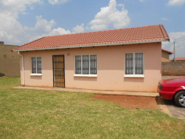 3 Bedroom House For Sale in Roodekop - Home Sell - MR085005