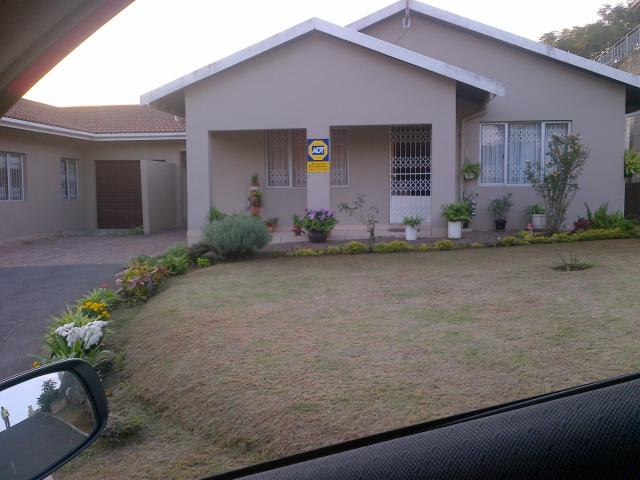3 Bedroom Sectional Title for Sale and to Rent For Sale in Durban North  - Private Sale - MR085071