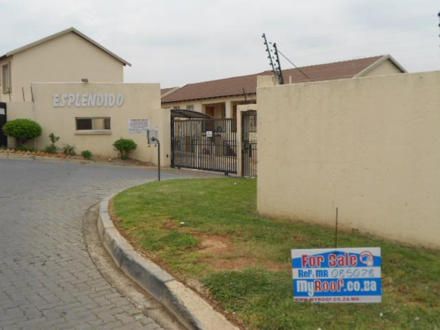 2 Bedroom Sectional Title for Sale and to Rent For Sale in Wilgeheuwel  - Home Sell - MR085078