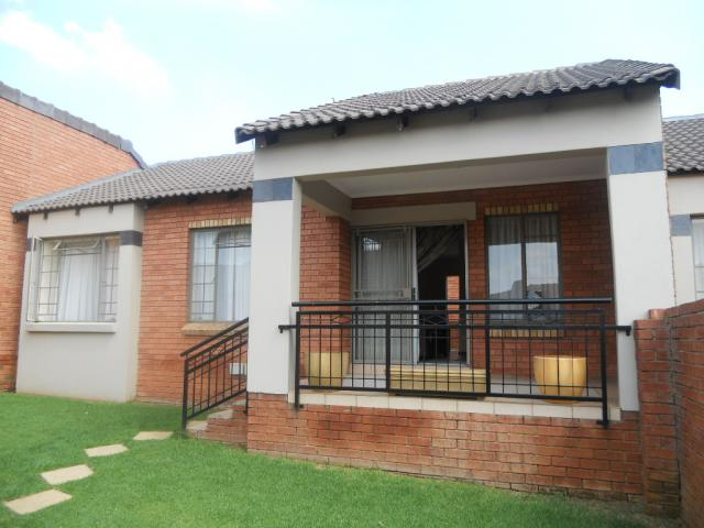 2 Bedroom Simplex for Sale For Sale in Mooikloof Ridge - Home Sell - MR085388