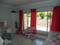 Bed Room 2 - 18 square meters of property in Winston Park
