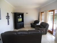 Lounges - 17 square meters of property in Winston Park
