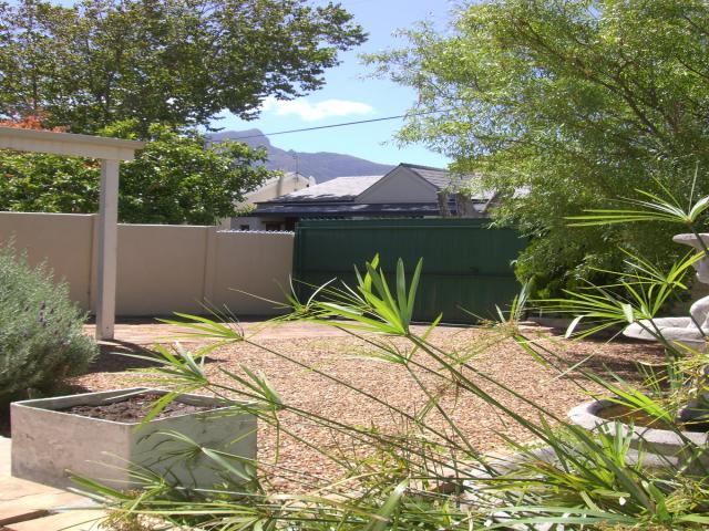 2 Bedroom House for Sale For Sale in Kenilworth - CPT - Home Sell - MR085825