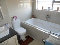 Bathroom 3+ - 15 square meters of property in Eldoraigne