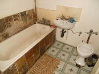 Main Bathroom - 5 square meters of property in Yeoville