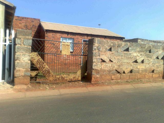 2 Bedroom House for Sale For Sale in Tembisa - Home Sell - MR086167