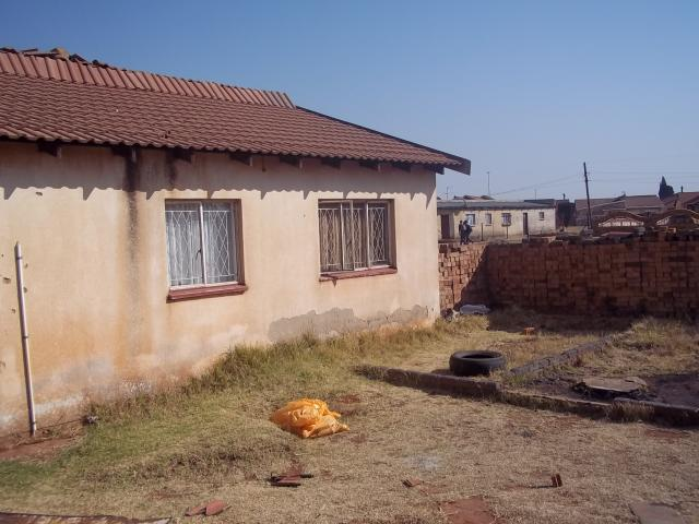 5 Bedroom House for Sale For Sale in Kwa-Thema - Home Sell - MR086168